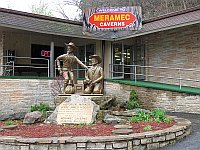 USA - Meramec Caverns MO - Entrance (13 Apr 2009)